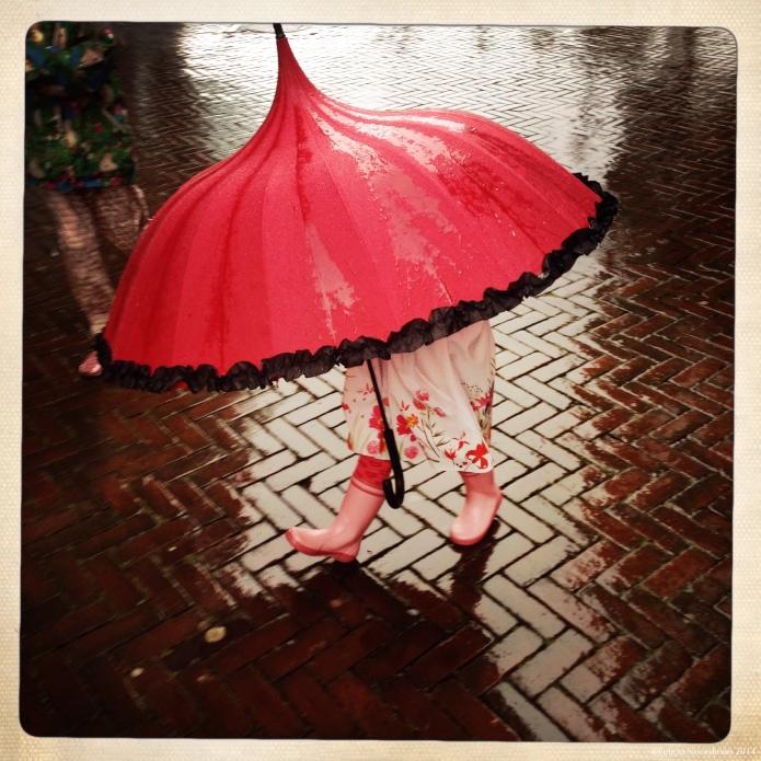Umbrella with feet